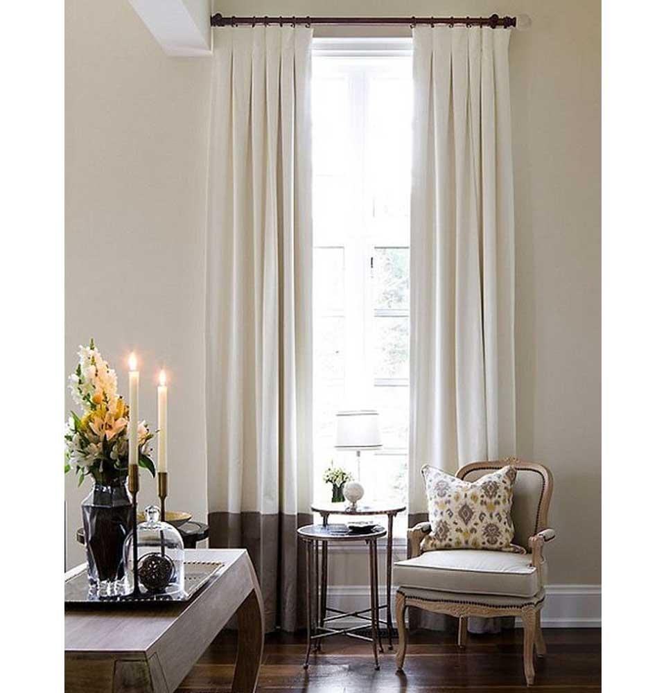 cortina tradicional en barra basta de color violeta decoraciones