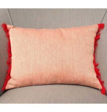 Cojín de lino rojo suave