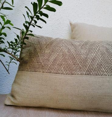 Cojín alargado en lino natural