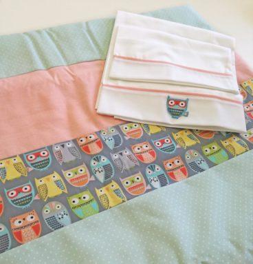 Conjunto de sábana y cobertor para cuna diseño Buhos